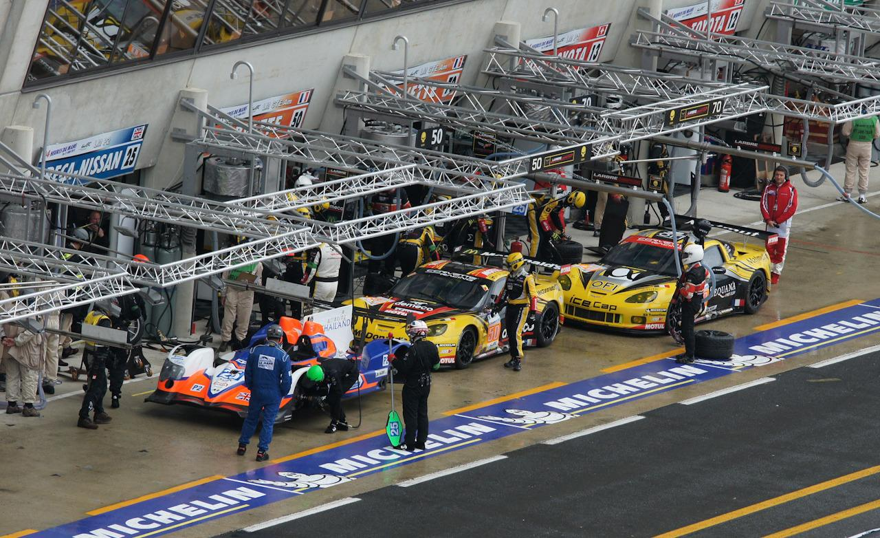 saturday-the-two-french-corvette-lm-gte-am-and-the-british-oreca-nissan-lmp2-in-the-pits-during-warm-up-photo-461724-s-1280x782